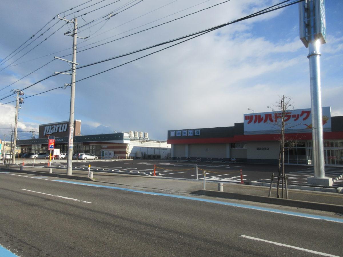 f083cf2595f69 ツルハ新潟女池店の隣にはスーパーの「マルイ」、さらにマルイの前には「セブン-イレブン」がある。また写真は掲載していないが、信濃川方面に数百m進む ...