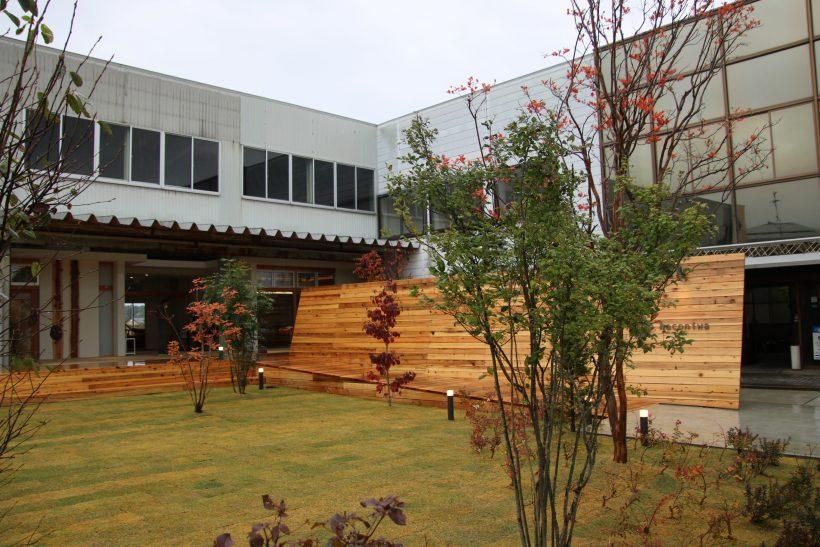 ハコニワ 柏崎 旧サッシ工場を、地元7店の集まる商業施設と150坪の芝生広場にリノベーション。 NPO法人自治経営 note